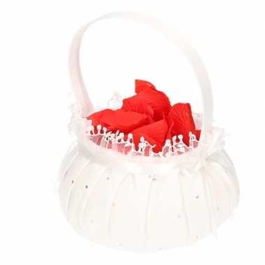 Bruidsmeisje accessoires mandje met rozenblaadjes