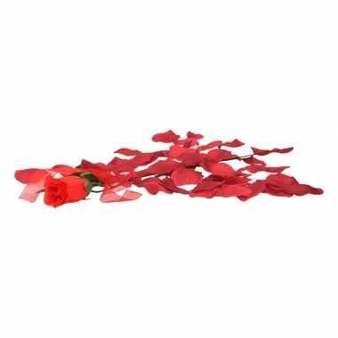 Goedkoop valentijns kado nep rode roos 45 cm met bordeaux rozenblaadj