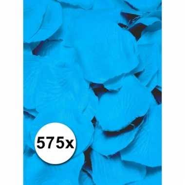 Lichtblauwe rozenblaadjes van stof 5750 st
