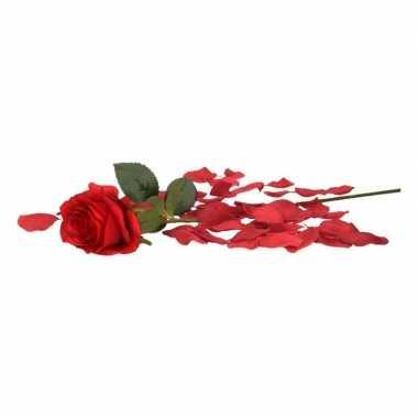 Valentijns kado nep rode roos 45 cm met donkerrode rozenblaadjes